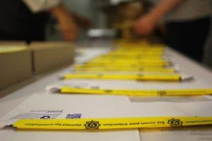 Die Briefean die EU-Parlamentarier*innen werden geöffnet, auf verdächtiges Material durchsucht und versiegelt